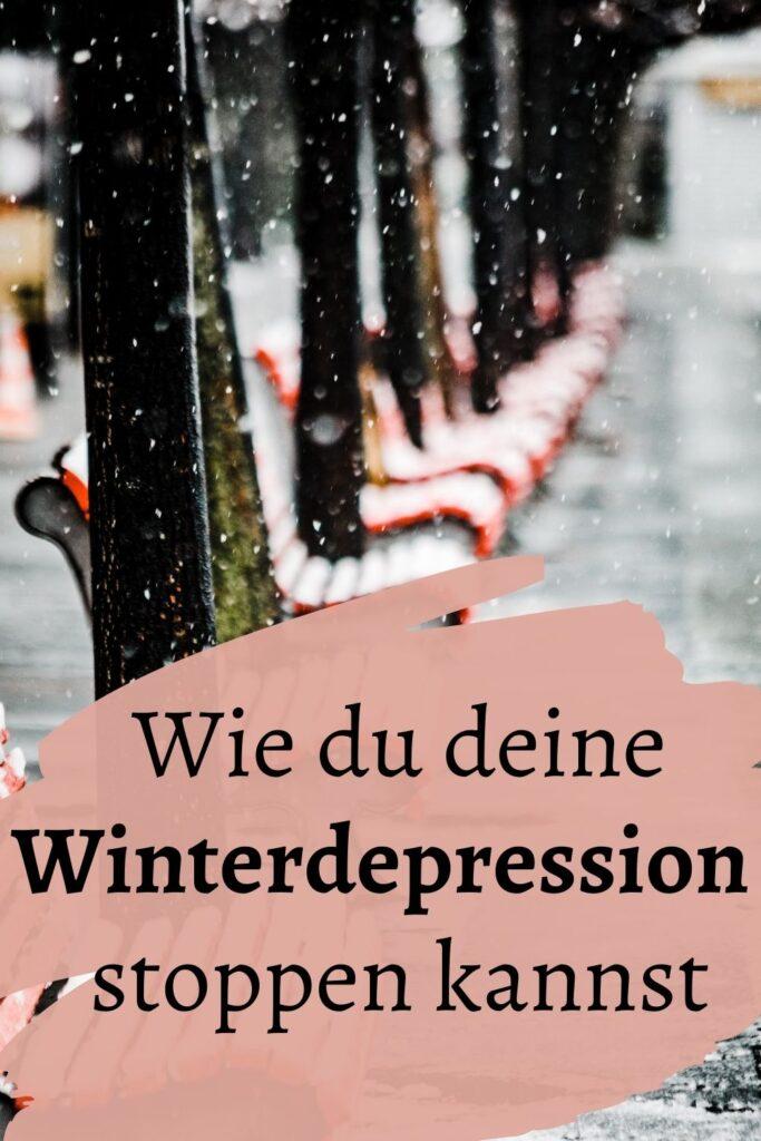 Konditionierte Depression? Gibt es das? Naja, nicht ganz. Und trotzdem haben wir das geschafft. Wie deine Gedanken dich depressiv machen und was du dagegen tun kannst, erfährst du in diesem Artikel. / Winterdepression / Depression überwinden / Dunkelheit /dunkle Tage / Müde Depression / Tipps / Hilfe / stopp die winterdepression / D3 K2 / was tun bei winterdepression / lichttherapie winterdepression / lichtlampe /